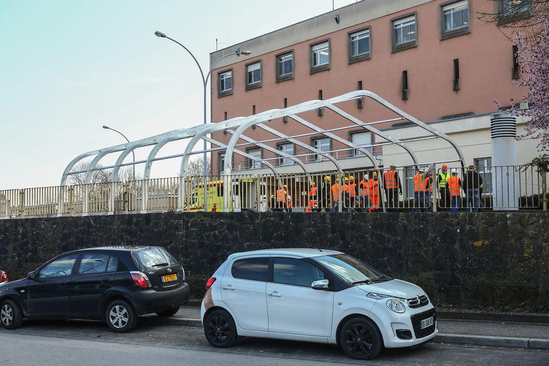 La structure prend forme devant le Centre hospitalier à Luxembourg