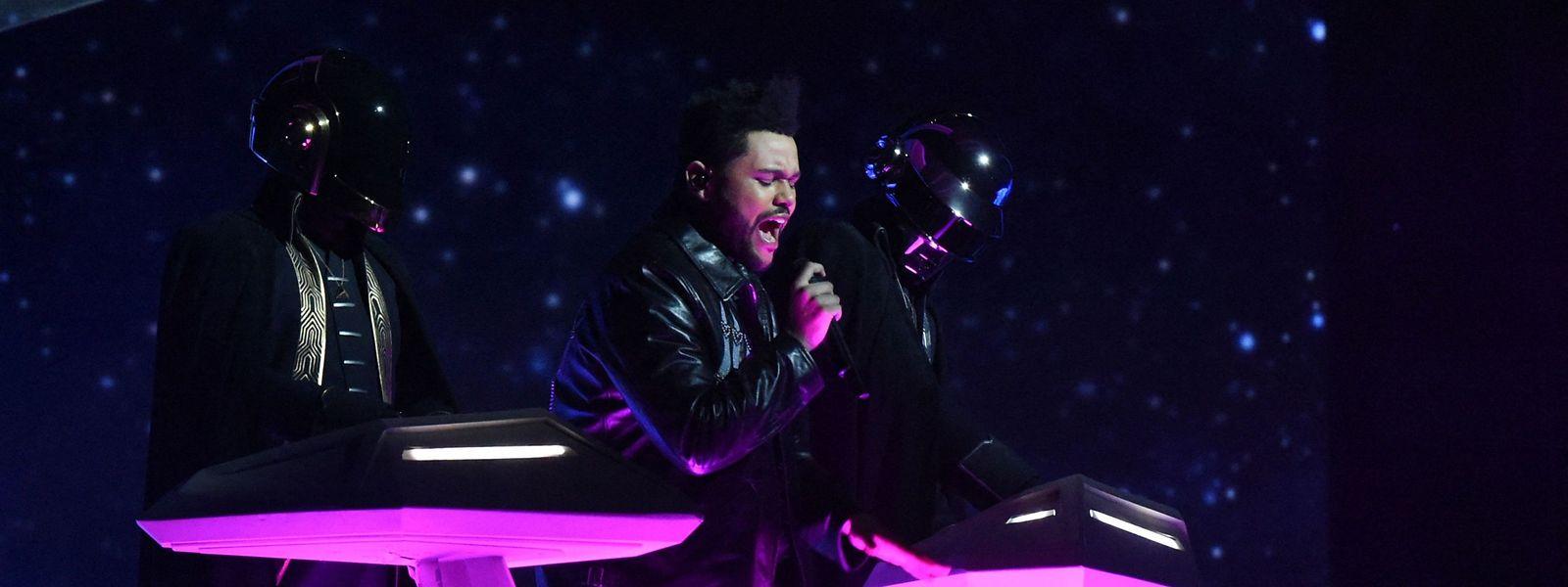 """Daft Punk und Sänger The Weeknd bei den Grammy-Awards 2017. Der gemeinsame Song """"Starboy"""" wurde zum Welthit."""
