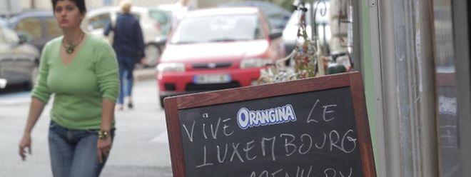 """""""Vive le Luxembourg"""": Die Bewohner von Saint-Maximin sind angesichts der Prinzenhochzeit ganz aus dem Häuschen."""