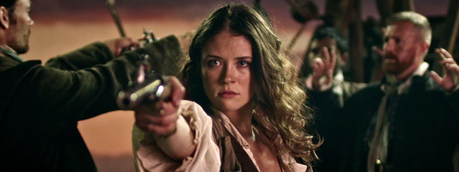 Mia Tomlinson spielt die berüchtigte Piratin Anne Bonny.