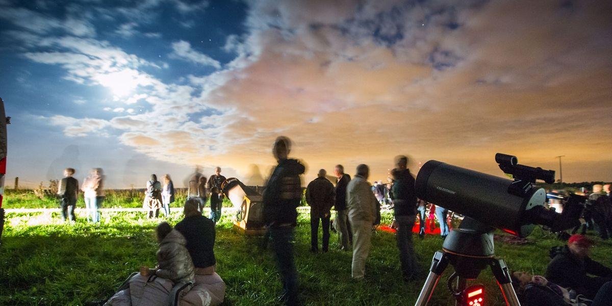 Viele Hobby-Astronomen hatten sich auf einem Feld bei Beidweiler versammelt.