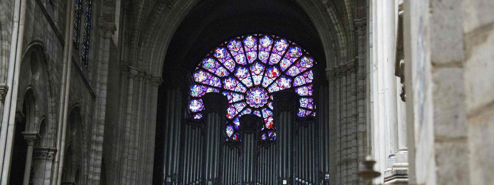 Die Hauptorgel in der Notre-Dame-Kathedrale am Tag nach dem Brand.