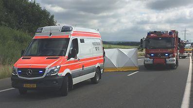 Die Rettungsdienste konnten dem Unglücksfahrer nicht mehr helfen.