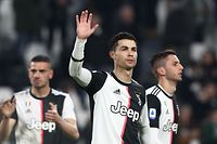 TOPSHOT - Juventus' Portuguese forward Cristiano Ronaldo (C) acknowledges the public at the end of the Italian Serie A football match Juventus vs Udinese on December 15, 2019 at the Juventus Allianz stadium in Turin. (Photo by Isabella BONOTTO / AFP)