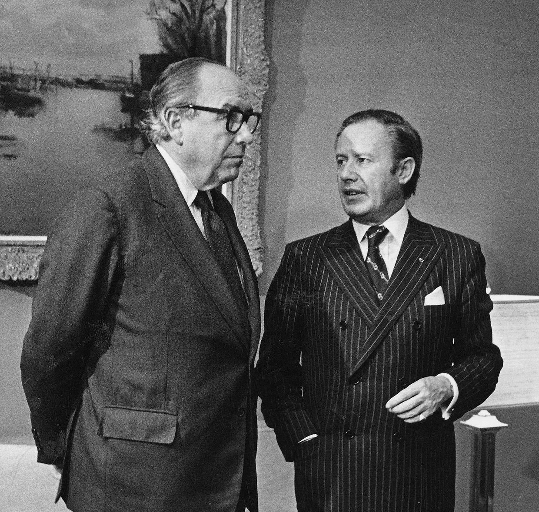 """Der britische Labour-Politiker Roy Jenkins (l.) stand zwischen 1977 und 1980 an der Spitze der Europäischen Kommission. Sein Nachfolger wurde der Luxemburger Gaston Thorn (r.), der von 1981 bis 1984 die Geschicke der Behörde leitete. Thorn hatte sich bereits früh als Vorkämpfer der europäischen Einigung einen Namen gemacht. Den Staatenbund bezeichnete er einmal als """"Schicksalsgemeinschaft"""""""