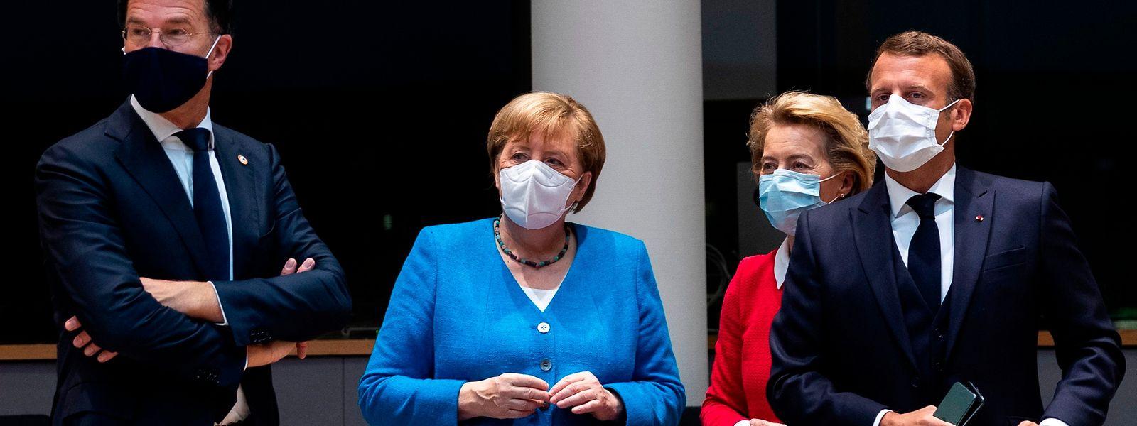 EInigkeit nicht in Sicht: der niederländische Premier Mark Rutte (l) neben der deutschen Kanzlerin Angela Merkel (2vl) und der Präsidenten der Kommissioen Ursula von der Leyen (2vr) und dem franzöischen Präsidenten Emmanuel Macron.