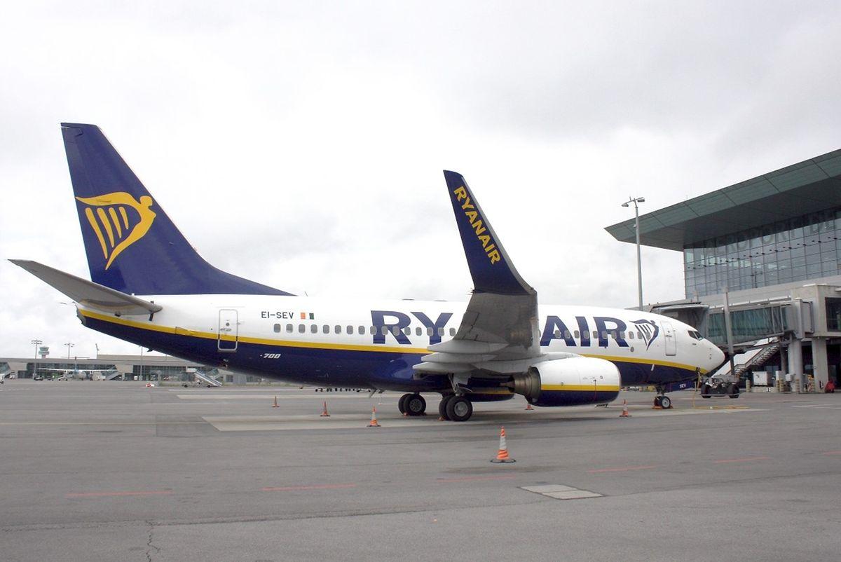 Eine Maschine der Ryanair vom Typ Boeing 737-800 landet erstmals in Luxemburg.