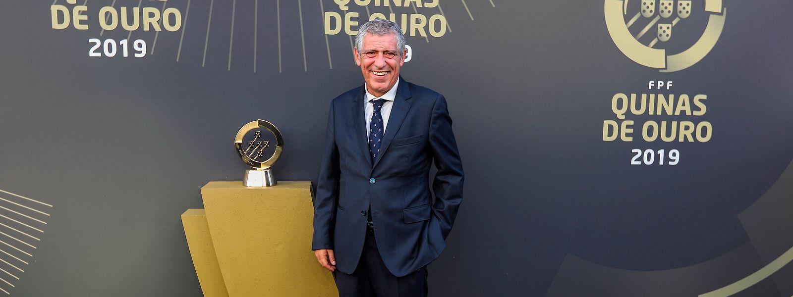 Fernando Santos, selecionador nacional de futebol, foi distinguido com as Quinas de Platina.