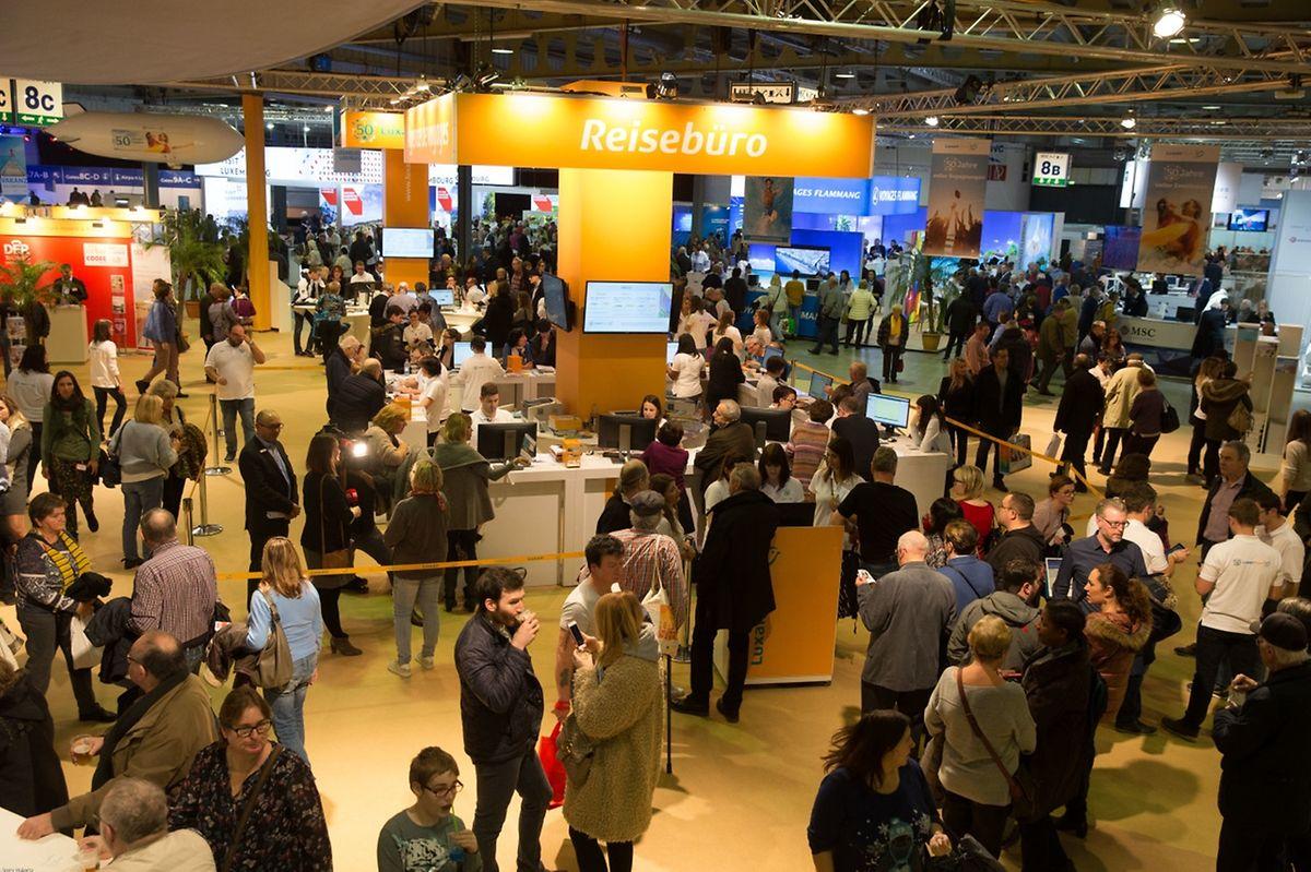 Dès l'entame du Salon, vendredi, c'était la queue au stand de Luxair Tours dans le Hall 8.