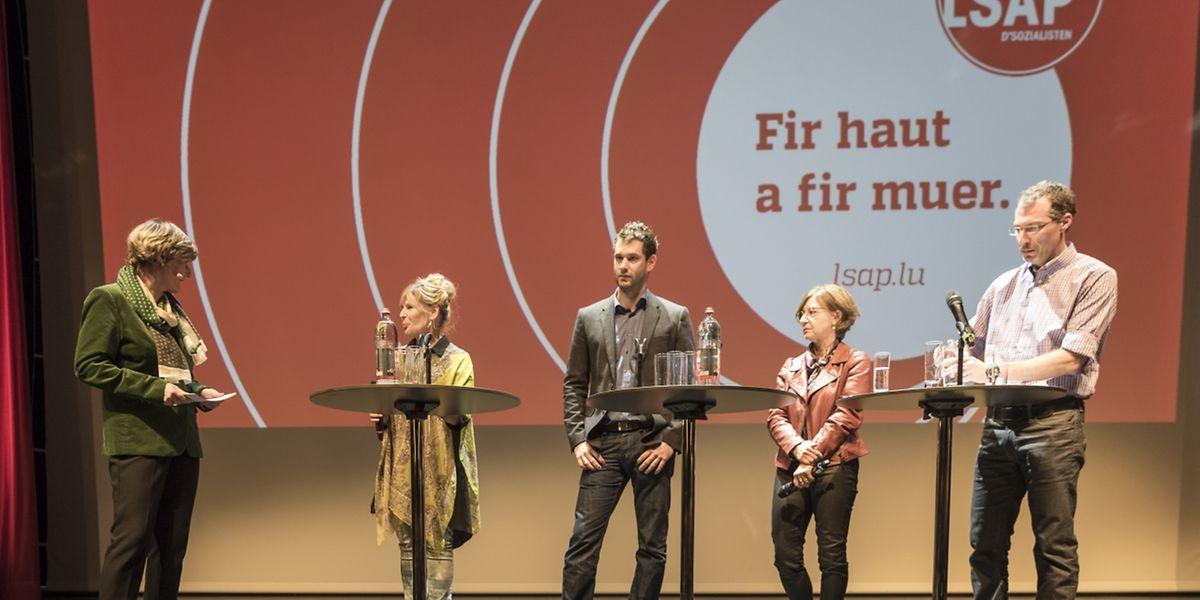 Francine Closener im Gespräch mit Manon Bei-Roller, Bob Steichen, Marguy Kirsch-Hirtt und Jean-François Wirtz (v.l.n.r.) über deren Erfolg bei den Kommunalwahlen.