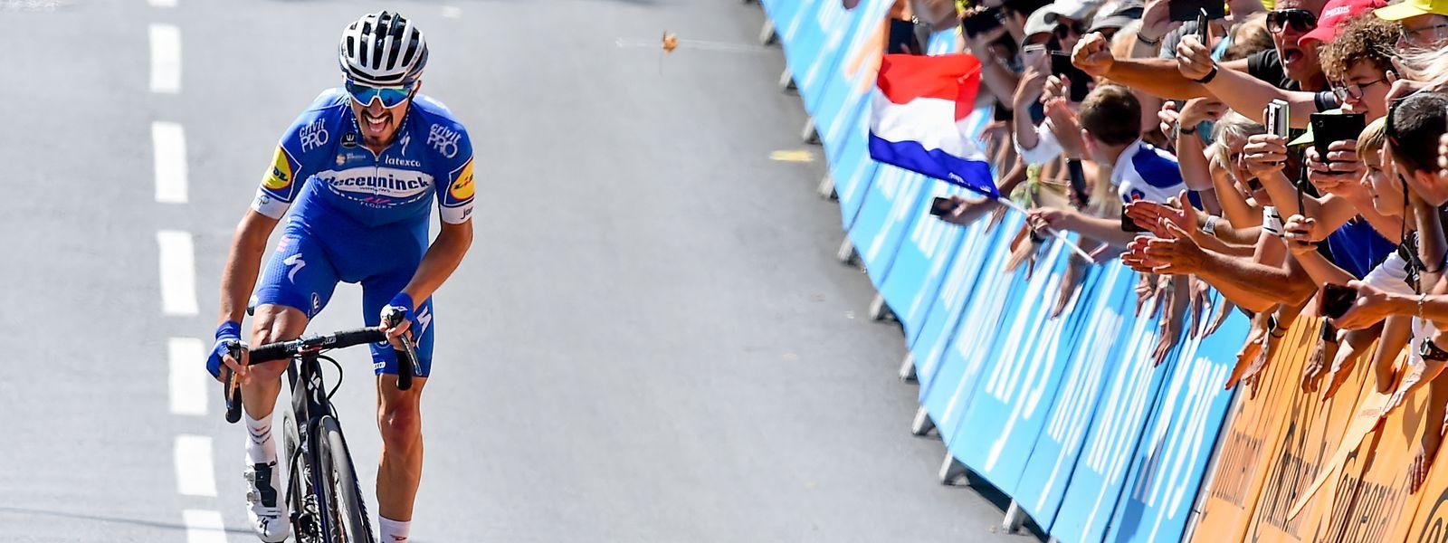 Der Führende im Gesamtklassement der Tour de France, Julian Alaphilippe (F/Deceuninck), auf dem Weg zum Etappensieg in Épernay.