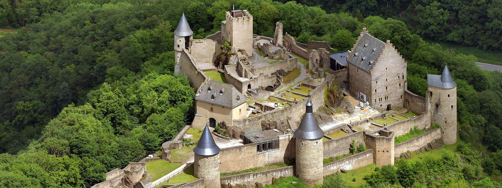 Die Kulturlandschaft in Lothringen, Luxemburg und im Saarland zeichnet sich durch einen Bestand von mehr als 200 Burgen, Festungen und Schlössern aus. Hier zu sehen Burg Bourscheid.