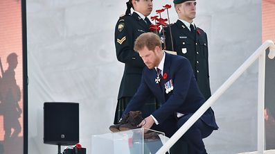 """Prince Harry nahm am 9. April an der Gedenkzeremonie am """"Canadian National Vimy Memorial"""" im französischen Vimy teil."""