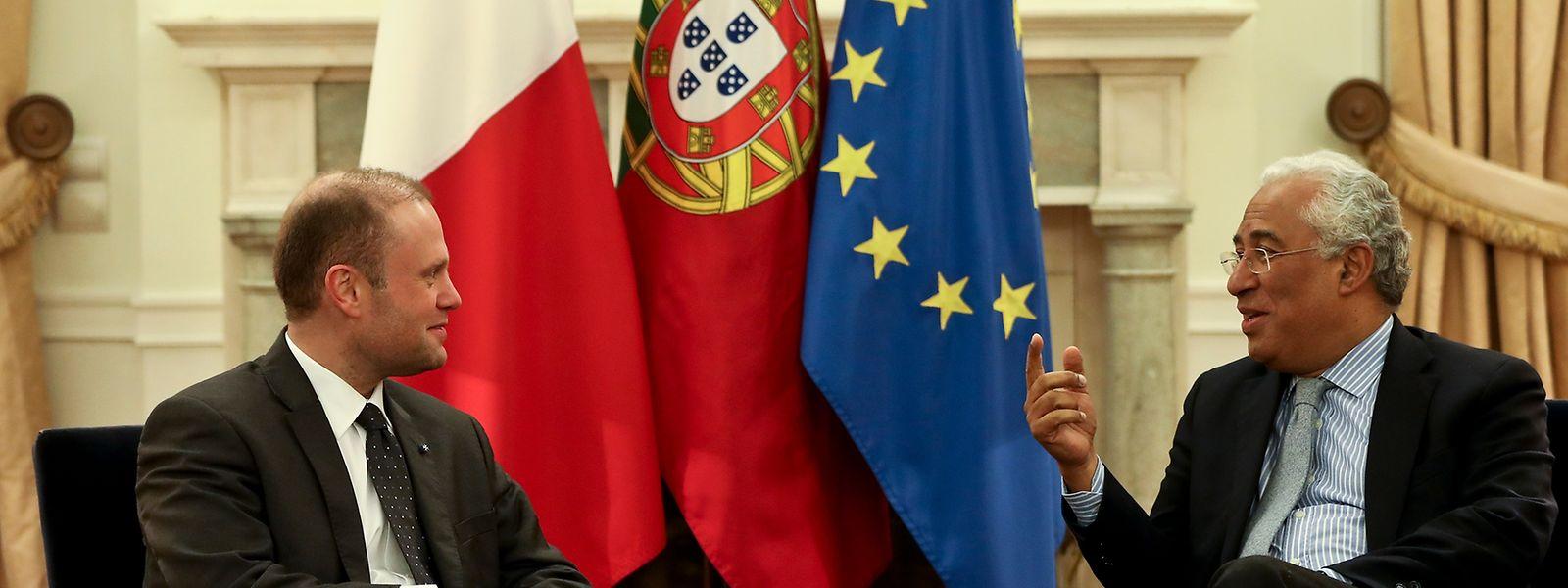 O primeiro-ministro António Costa com o seu homólogo de Malta, Joseph Muscat
