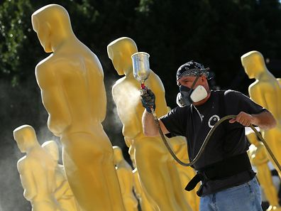 Stage craft artist Rick Roberts gives Oscar statues a fresh coat of gold paint as preparations begin for the 89th Academy Awards in Hollywood, California, U.S., February 22, 2017.     REUTERS/Mike Blake