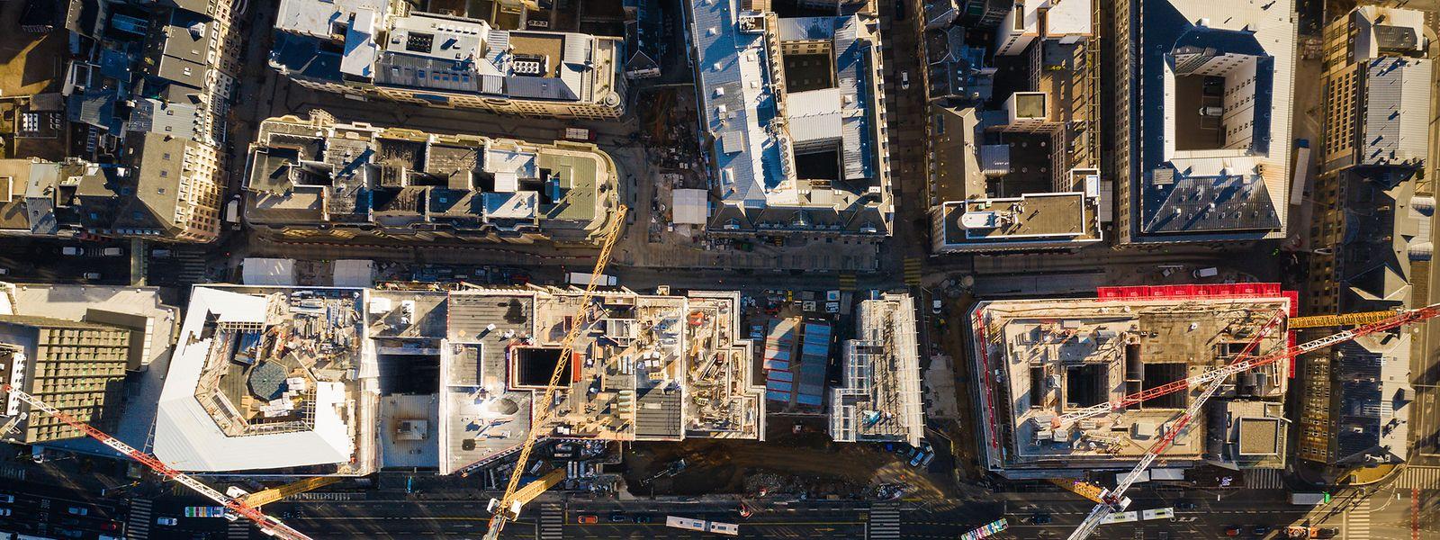 Vue d'en haut du méga chantier du boulevard Royal.