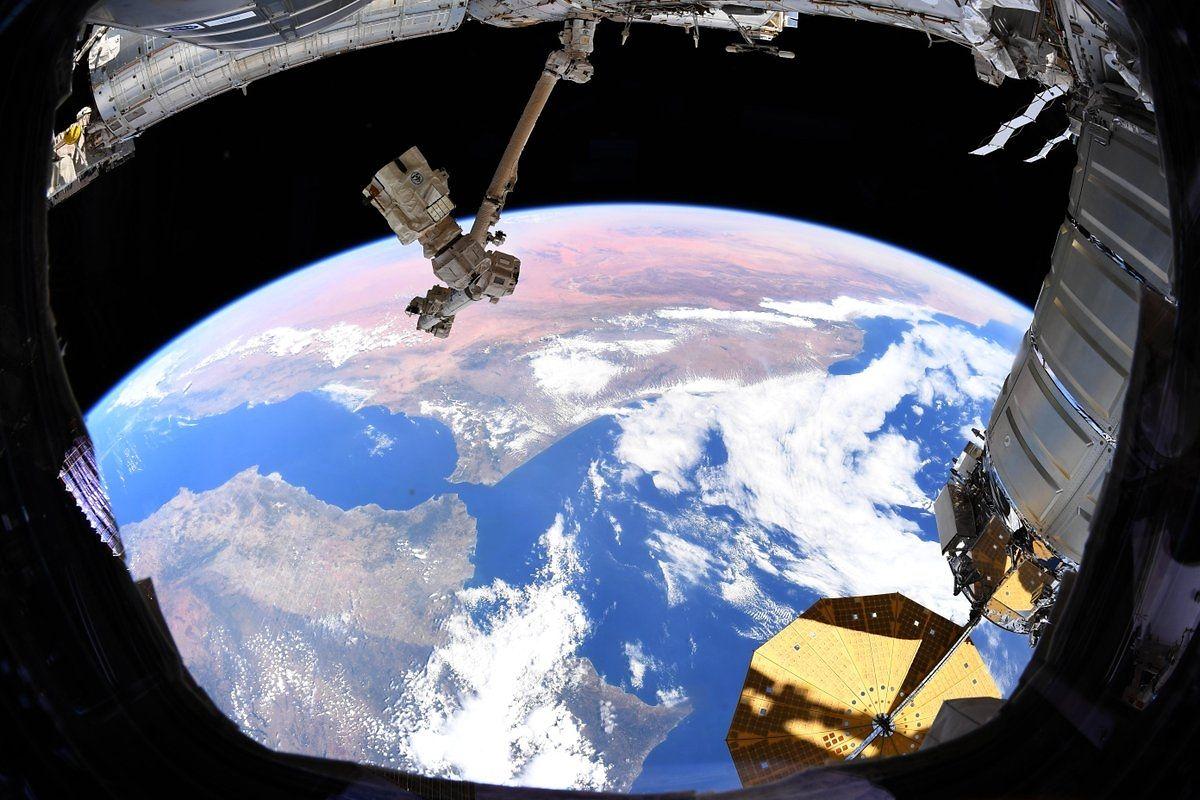 Rezente Fotos von der ISS in ihrer aktuellen Form.