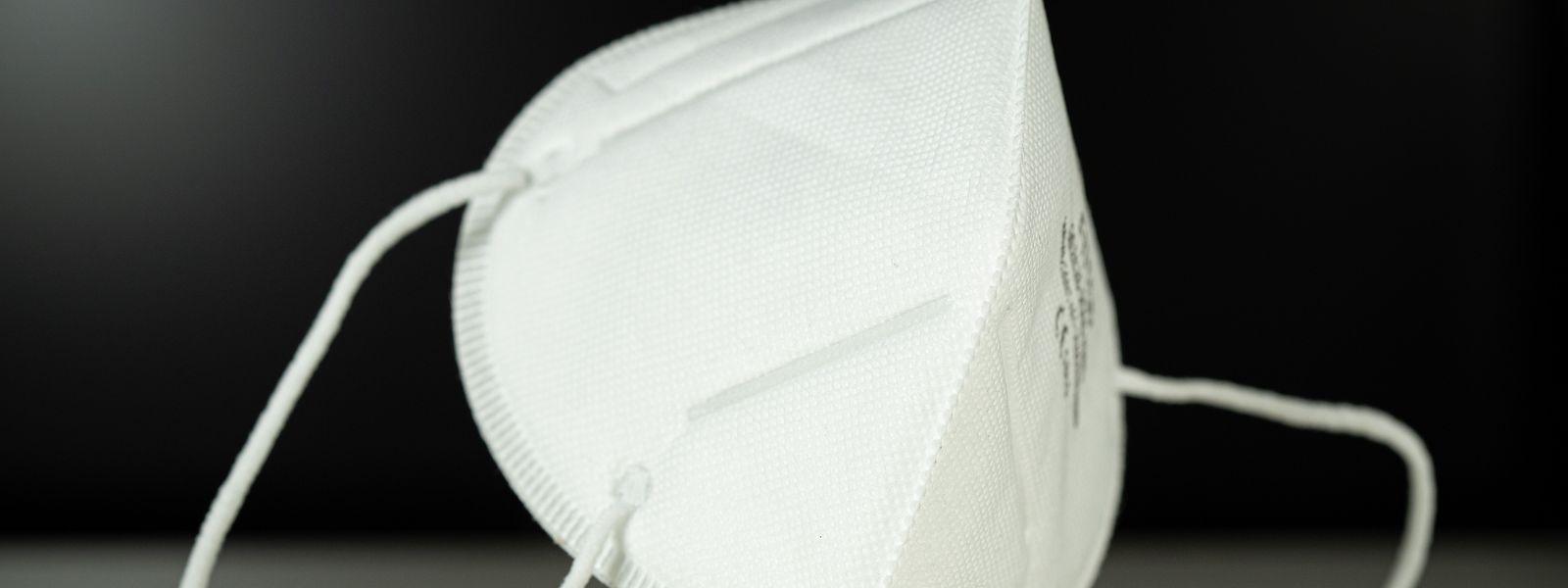 Atemschutzmasken sind wegen der Corona-Pandemie ein rares Gut. Betrüger wollten aus dieser Situation Kapital schlagen und mit einem Trick an viel Geld kommen.