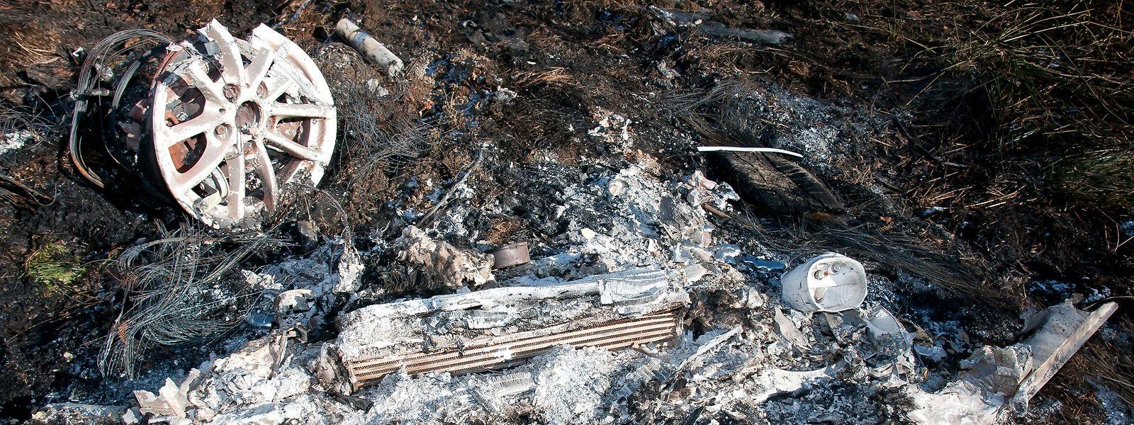 In Roussy-le-Village waren am Tag nach dem Fund des ausgebrannten Autos noch deutliche Spuren zu sehen.