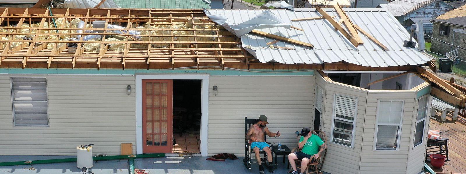 """Abgedeckte Häuser waren dieser Tage in Louisiana allenthalben zu sehen, nachdem """"Ida"""" durchgefegt war."""
