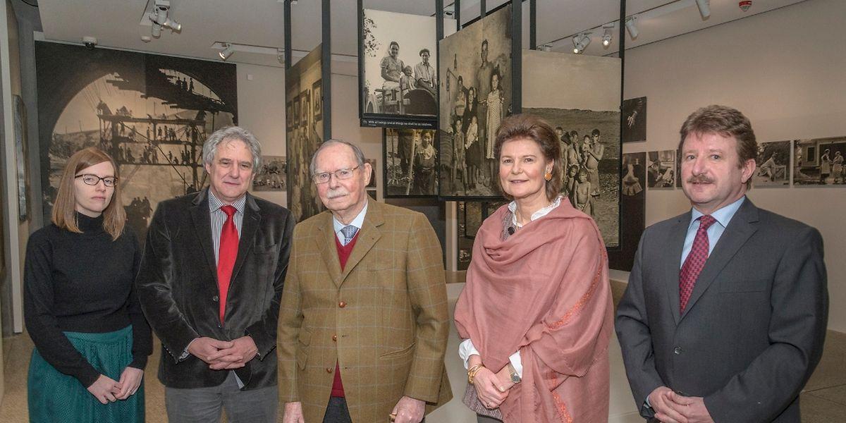 Großherzog Jean und Prinzessin Margaretha (3. von links) mit der Konservatorin Anke Reitz, CNA-Direktor Jean Back, Prinzessin Margaretha und Kammerherr Fernand Brosius (von links).