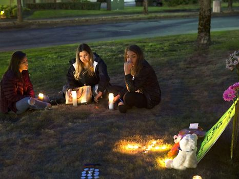 BURLINGTON, WA - SEPTEMBER 24: From left to right: Ariel Pantoja, 19, Makayla Bentley, 18, and Bayley Morrow, 18, light candles in a makeshift memorial outside the Cascade Mall on September 24, 2016 in Burlington, Washington. Around 20 people gathered to honor the five victims who were killed in a shooting at the Cascade Mall in Burlington yesterday. It has been reported that the gunman has been taken into custody.   Karen Ducey/Getty Images/AFP == FOR NEWSPAPERS, INTERNET, TELCOS & TELEVISION USE ONLY ==
