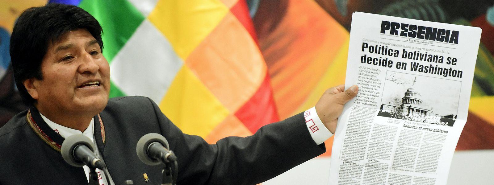 Evo Morales beschuldigte rechte Politiker und Militärs im Ruhestand, mit internationaler Unterstützung einen Staatsstreich vorzubereiten. Der seit 2006 amtierende Politiker erklärte sich zum Wahlsieger.