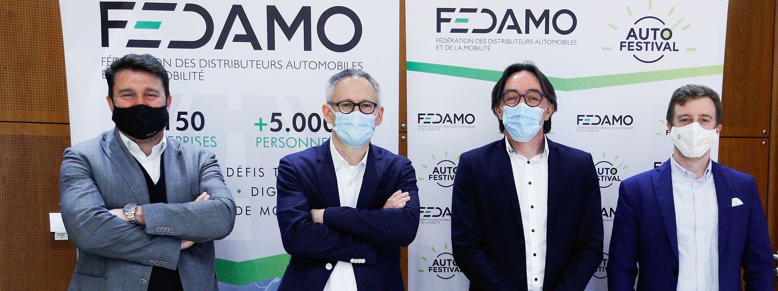 Promis, sous leur masque, Marc Devillet, Philippe Mersch, Manuel Ruggiu et M. Lentz de la FEDAMO ont le sourire à l'approche de l'Autofestival.