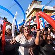 Supporters of Guatemalan candidate for the Vamos party Alejandro Giammattei(C) cheer during a political rally in Bethania neighborhood in Guatemala City, on June 8, 2019, ahead of the upcoming general election next June 16. (Photo by Johan ORDONEZ / AFP)