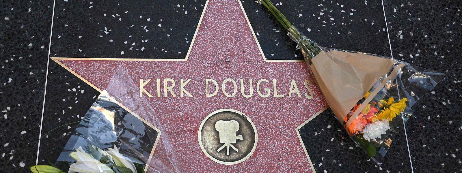 Les hommages ont commencé suite au décès de l'un des derniers monstres sacrés de Hollywood