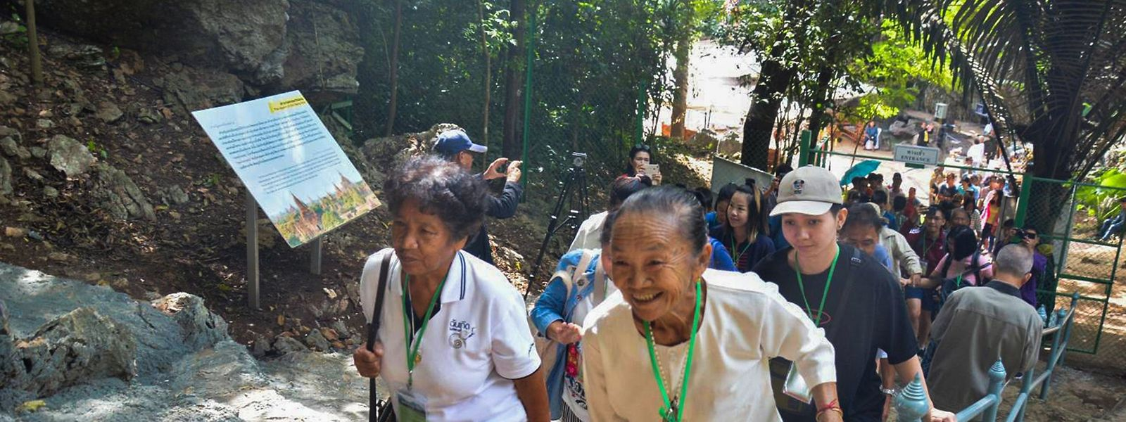 Rund 2.500 Touristen kamen am Freitag, um die Höhle zu besuchen.