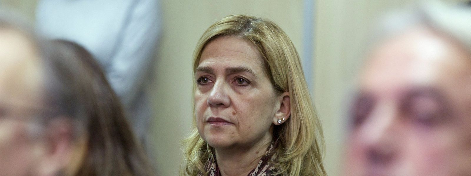 Infantin Cristina nahm zwischen weiteren Angeklagten Platz.