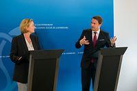 (de g. à d) Paulette Lenert, ministre de la Santé ; Xavier Bettel, Premier ministre, ministre d'État
