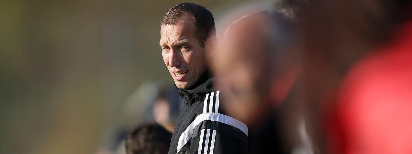 Akribisch: Trainer Jeff Strasser stellt seine Mannschaft per Videoanalyse ein.