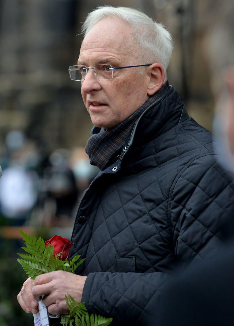 Wolfram Leibe (SPD), Oberbürgermeister von Trier, spricht bei der Trauerzeremonie vor der Porta Nigra.