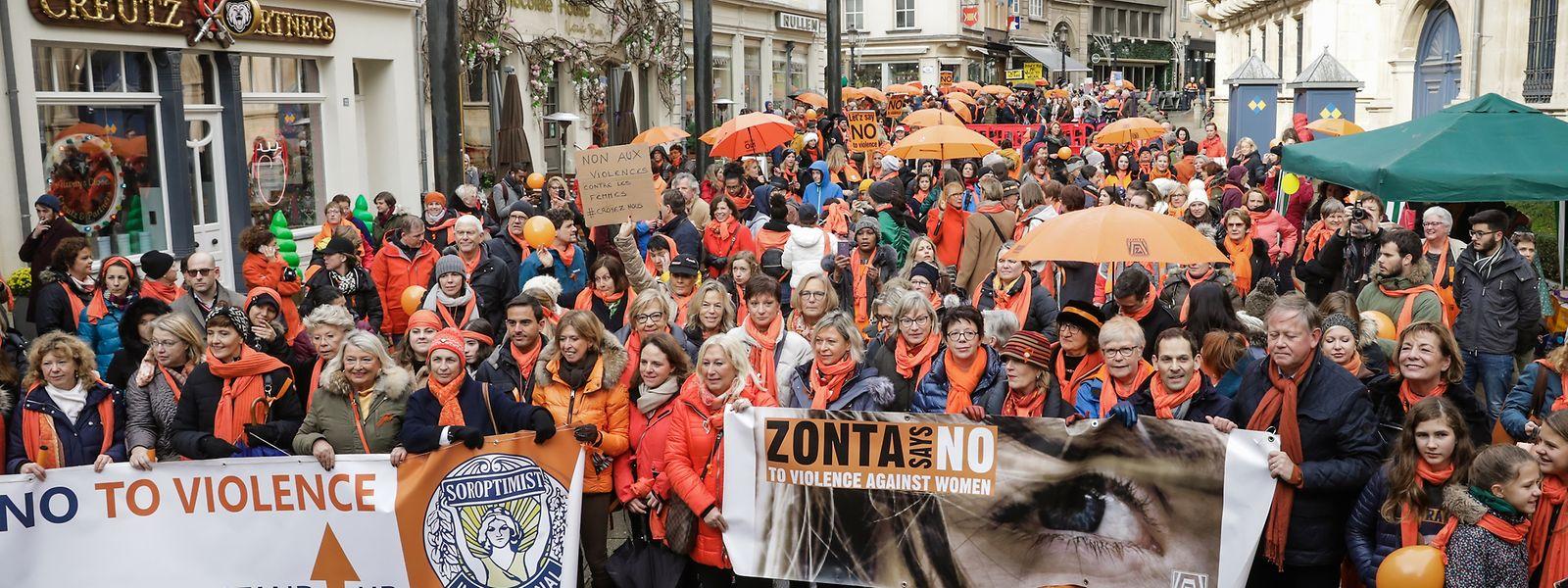 A marcha laranja invadiu as ruas da capital este sábado.