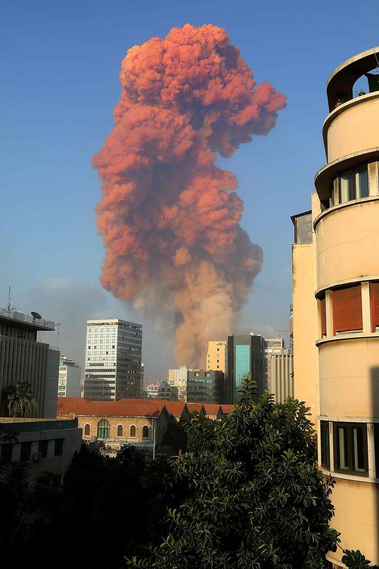 Rauch über dem Hafen von Beirut.