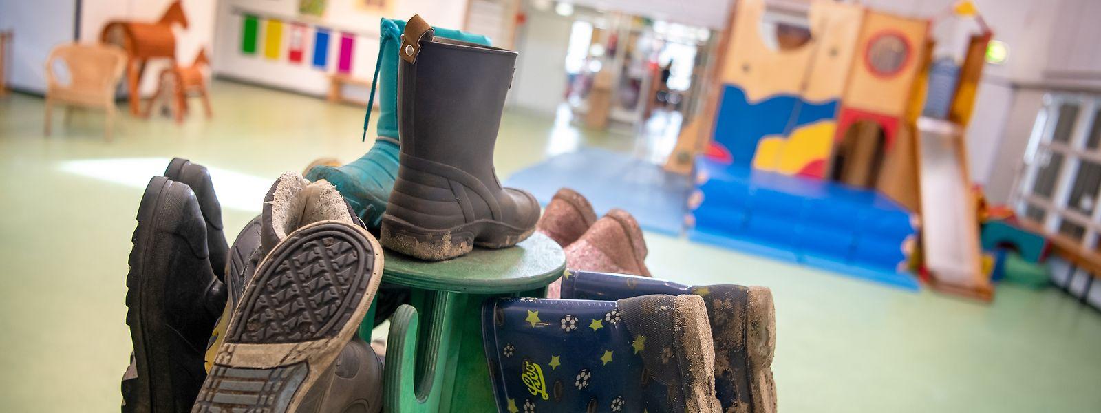 Die Infektionslage bei den Null- bis 19-Jährigen zwingt die Regierung zum Handeln. Ab Montag werden Grundschulen, Kompetenzzentren und Betreuungseinrichtungen für zwei Wochen geschlossen.
