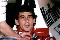 ARCHIV - 01.05.2004, Italien, Imola: Das undatierte Archivbild zeigt den brasilianischen Formel 1-Pilot Ayrton Senna. Im Mai 1994 beim Großen Preis von San Marino in Imola verunglückte Senna tödlich. (zu dpa «Tod eines Unverwundbaren: Die Formel-1-Tragödie von Imola» am 23.04.2019) Foto: EPA/dpa +++ dpa-Bildfunk +++