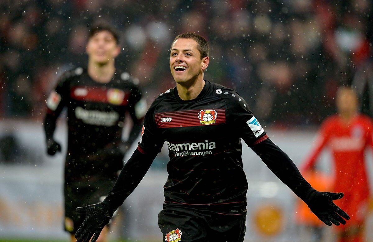 Leverkusens Torjäger Javier Hernandez will Atletico das Fürchten lehren.