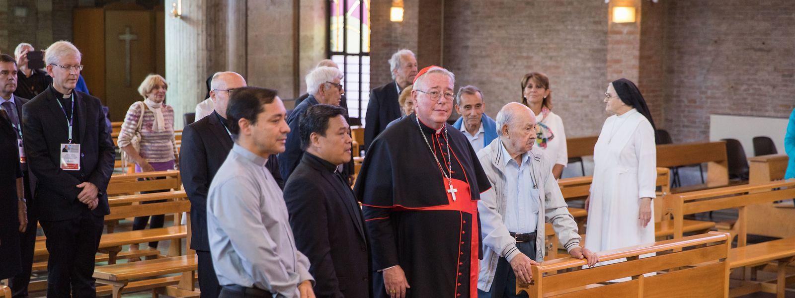Jean-Claude Hollerich (Mitte) darf sich nun Kardinalpriester von San Giovanni Crisostomo a Monte Sacro Alto nennen.