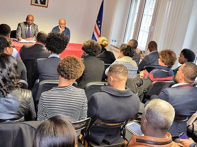 O ministro dos Negócios Estrangeiros e das Comunidades, durante um encontro com as associações cabo-verdianas