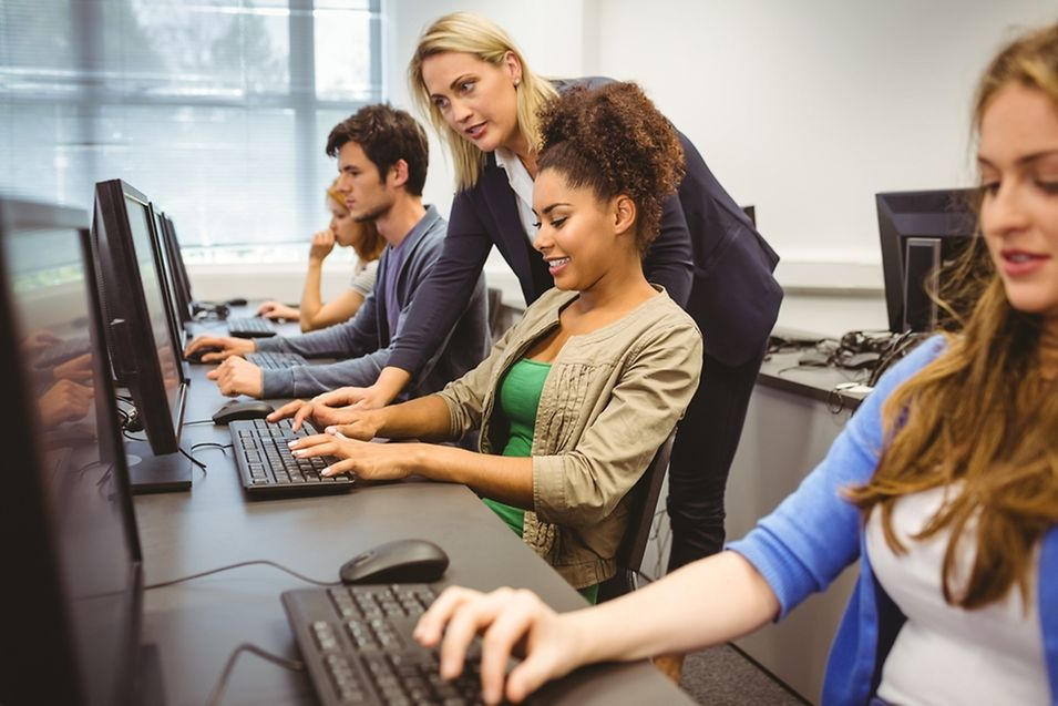 Les jeunes filles ne voient pas assez de femmes enseigner l'informatique