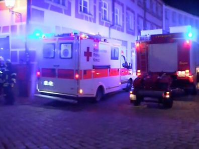 La bombe a explosé peu après vers 22H00 devant un restaurant du centre-ville, à proximité immédiate du festival.