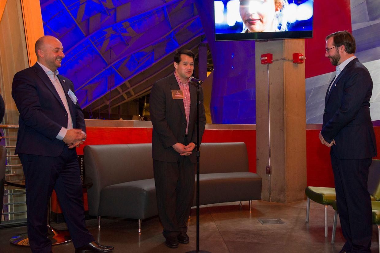 (de g. à dr.) Étienne Schneider, vice-Premier ministre, ministre de l'Économie; Peter Marquez, vice-président, Global Engagement, Planetary Resources; S.A.R. le Grand-Duc héritier.