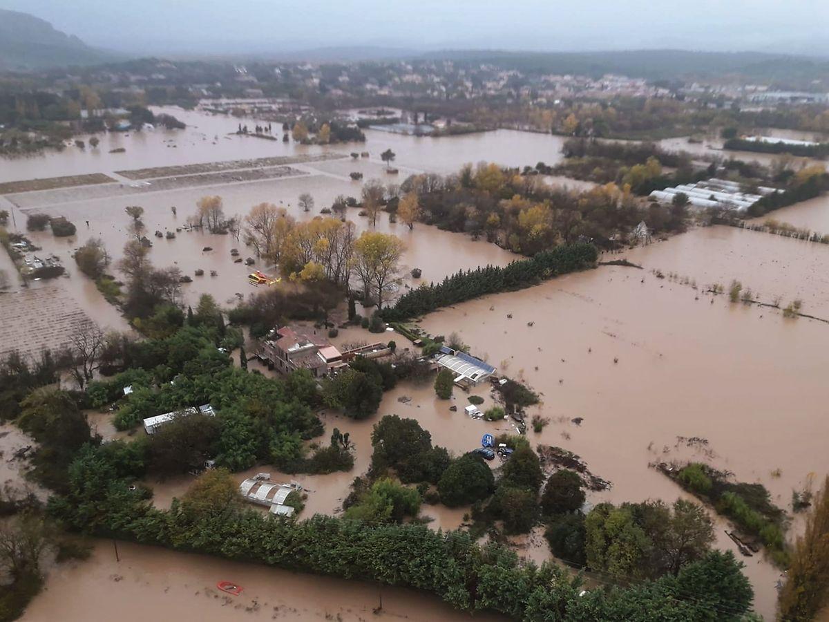 Weite Teile der Region um die südfranzösische Stadt Le Luc sind nach den heftigen Regenfällen überschwemmt.