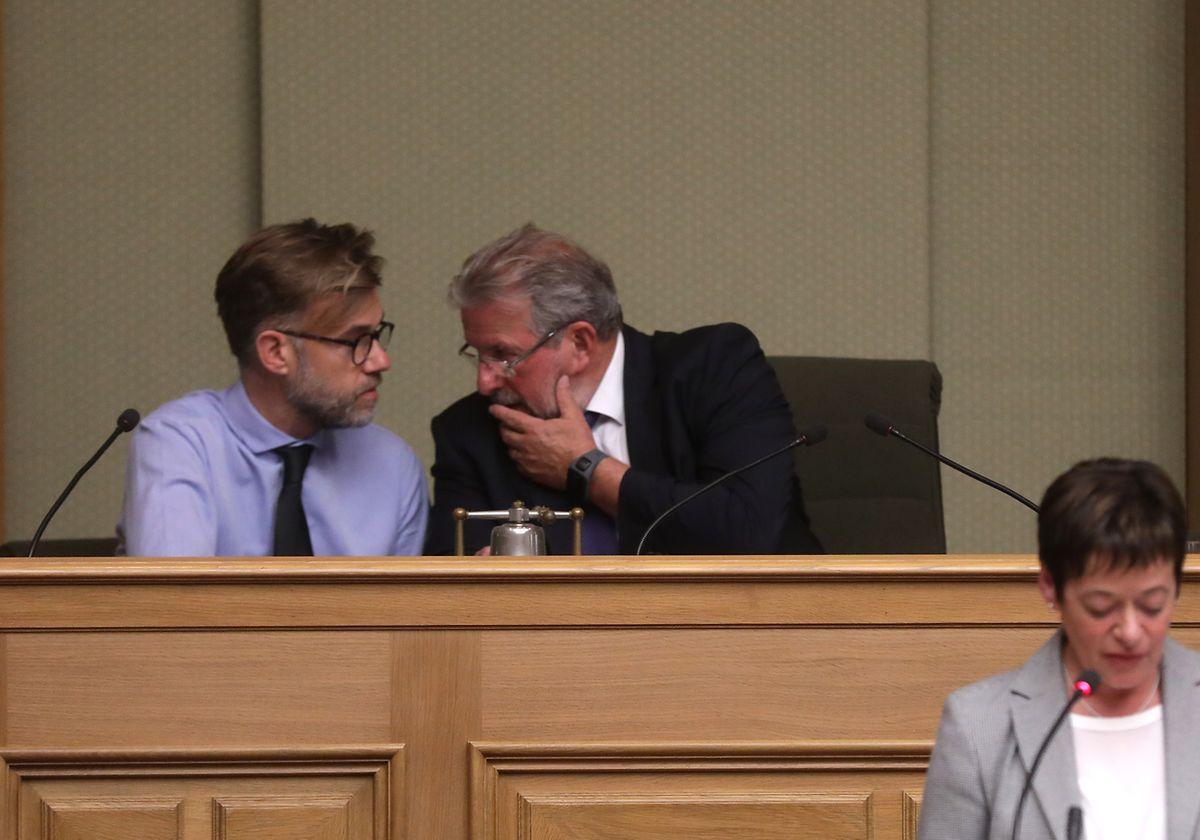 Mars di Bartolomeo et Franz Fayot (à gauche) en pleine discussion à la Chambre.
