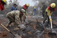 "TOPSHOT - Soldiers, firemen and volunteers combat forest fires in the surroundings of Robore in eastern Bolivia, on August 25, 2019. - The Bolivian government on Friday took delivery of a ""supertanker"" aircraft to help extinguish fires that have destroyed around 7,770 square kilometers (3,000 square miles) of the eastern province of Santa Cruz for the past month. Neighbouring Brazil and Paraguay are also battling separate wildfires that have devastated large areas of their rainforests, including many in the Amazon basin. (Photo by Aizar RALDES / AFP)"