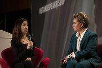 "À esquerda. a prémio Nobel da Paz 2018, Nadia Murad, e a Grã-Duquesa, Maria Teresa, no fórum ""Stand, Speak, Rise UP""."