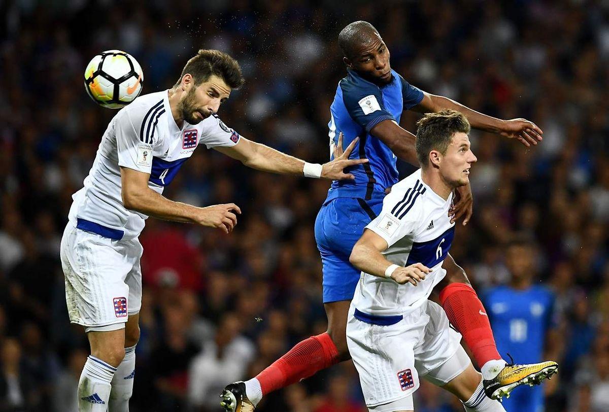 Djibril Sidibé va placer son coup de tête au pied du poteau gauche de Jonathan Joubert mais le portier de la sélection va sauver les siens.